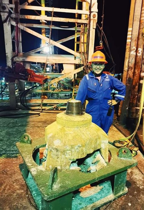 Ingeniera Petrolera Mexicana en campo