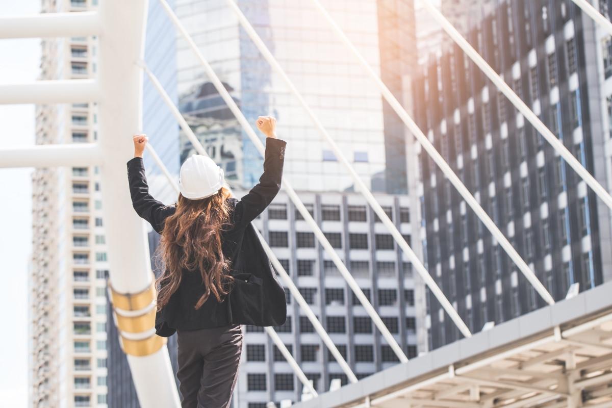 Mujer ingeniera emprendedora, con ganas de aprender