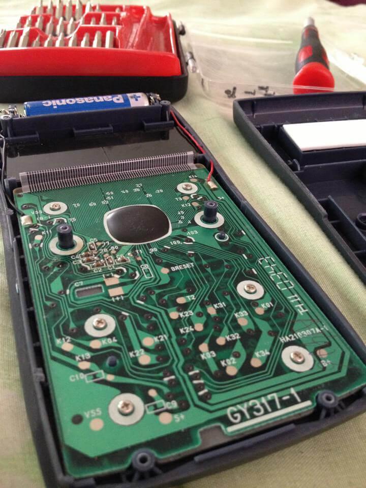 Arreglando mi calculadora científica al estudiar ingeniería